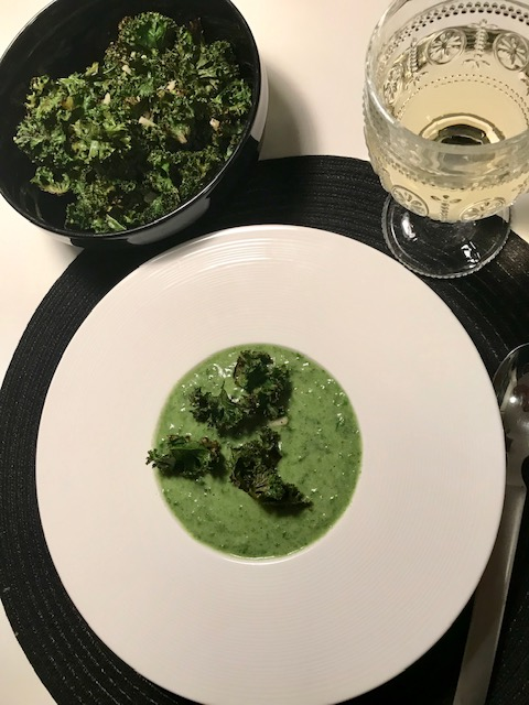 Grönkål och spenatsoppa – supergod vegosoppa!