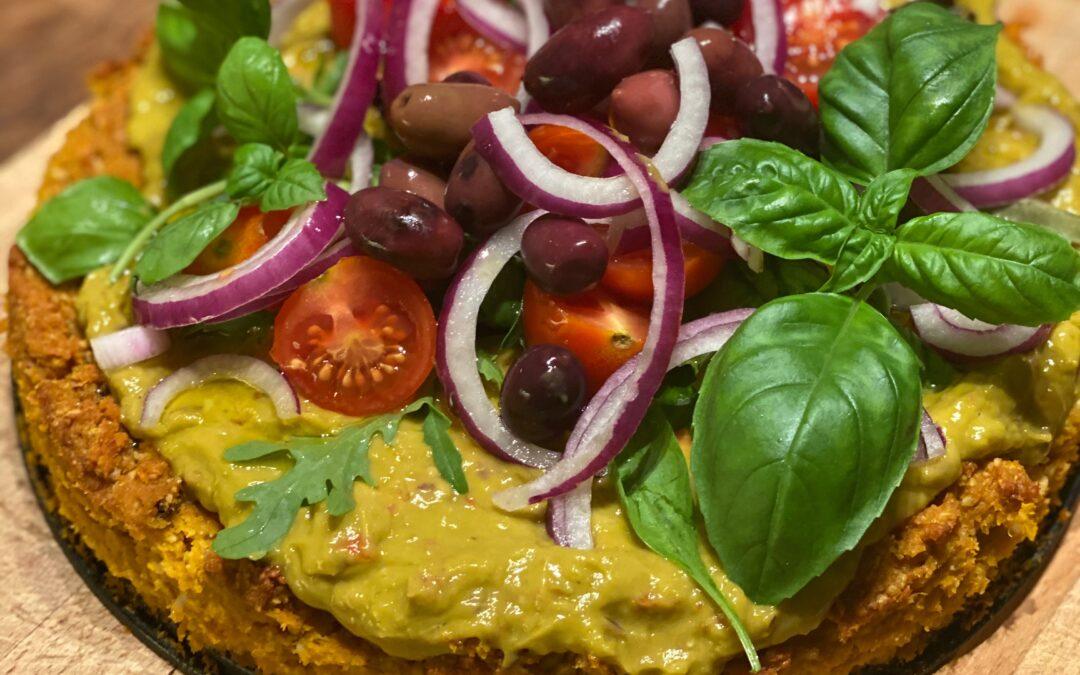 Sötpotatispaj med guacamole och tomater